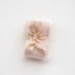 Nude Roze Klosje La Lettre Lint atelier handgemaakte zijden linten hand dyed silk ribbon