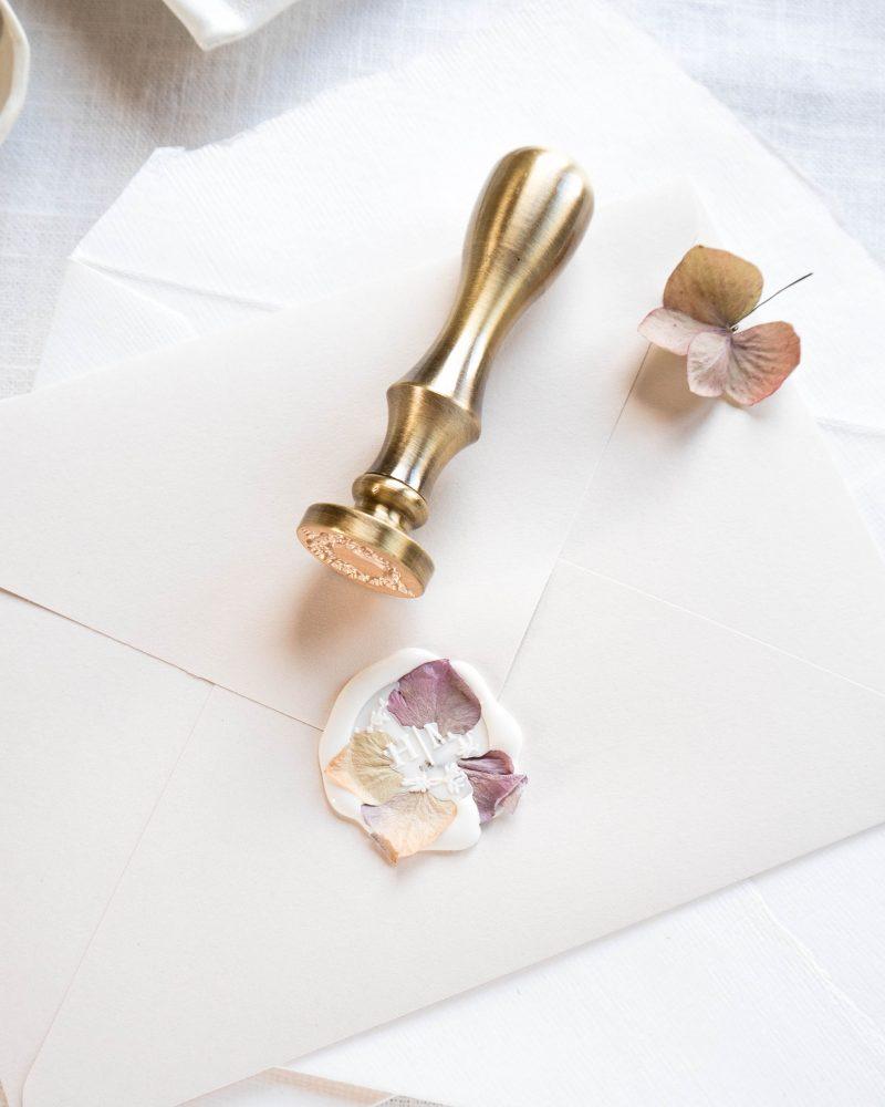 La Lettre Kalligrafie gepersonaliseerde lakstempel lakzegel huwelijks uitnodigingen