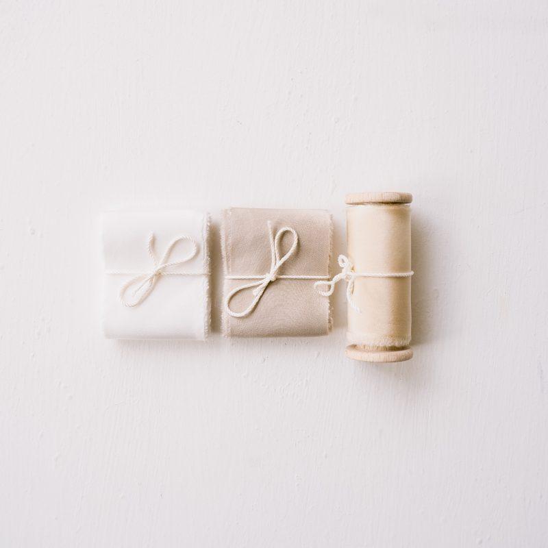 Webshop Zijden Linten Silk Ribbon La Lettre Kalligrafie voorjaarscollectie bruidsboeket magnolia sand milk & honey